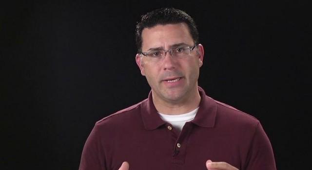 Fråga 7: Vad kräver Guds lag? | Evangeliekatekesen