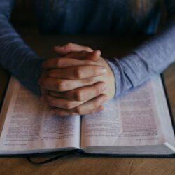 Värdet av föräldrar som ber: En tonårings perspektiv